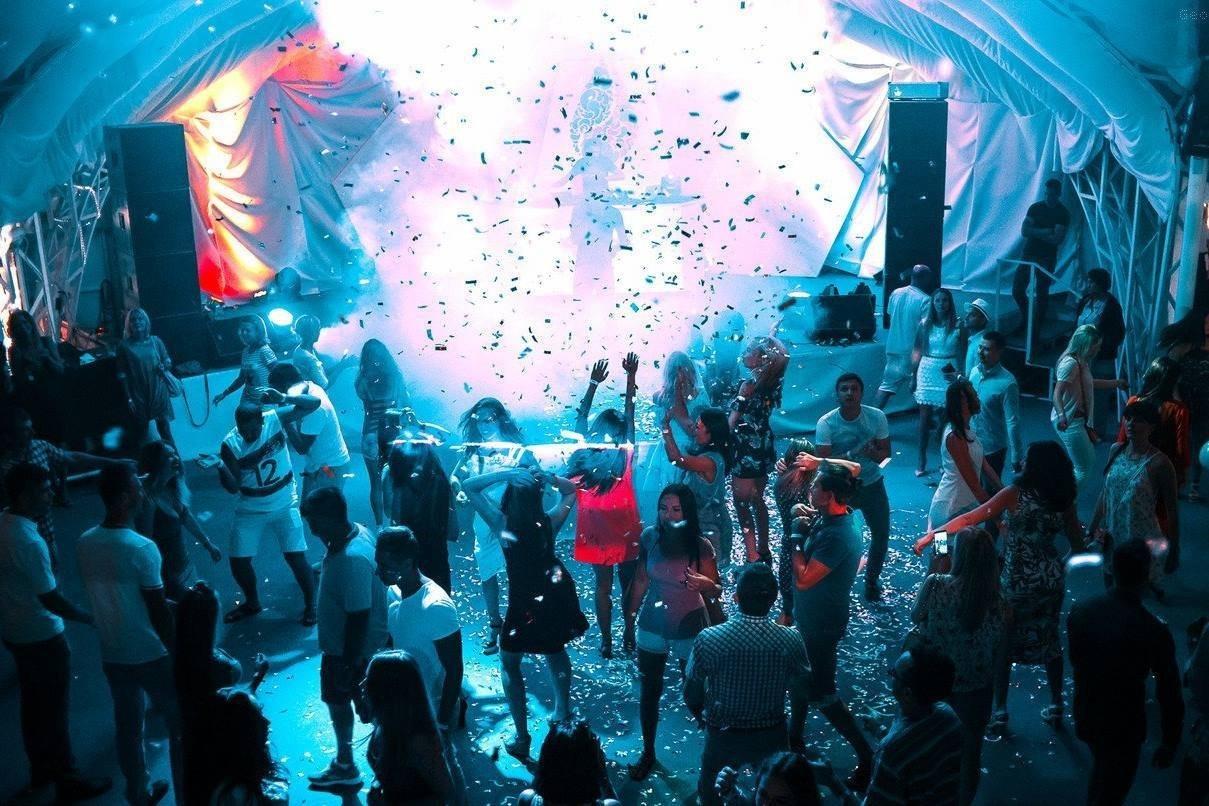 Ночной клуб у моря ночные клубы вечеринки москвы
