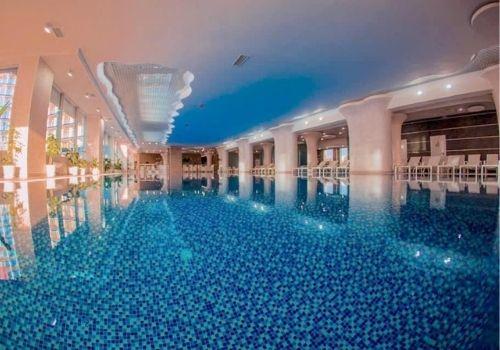 Отель Крыма с бассейном с подогревом